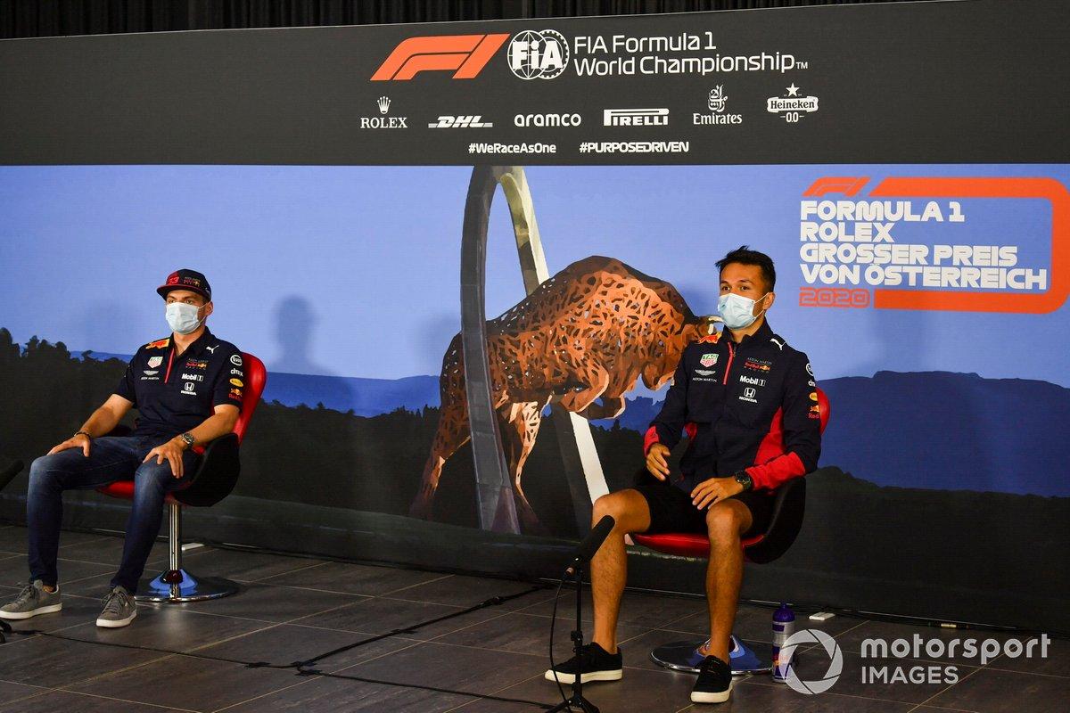 Max Verstappen, Red Bull Racing e Alex Albon, Red Bull Racing durante la conferenza stampa