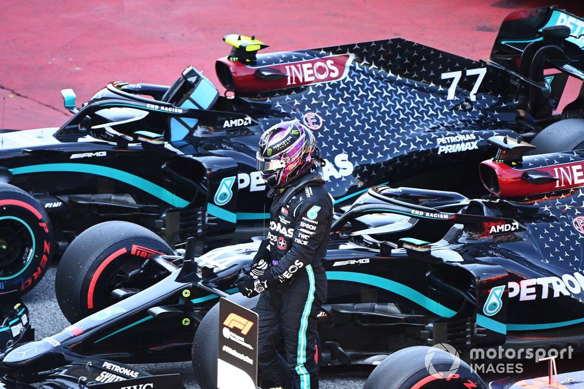 Ganador de la pole Lewis Hamilton, Mercedes-AMG Petronas F1, celebra su pole 92 en F1