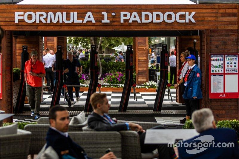 I team di F1 fanno i bagagli dopo la decisione di annullamento del GP australiano
