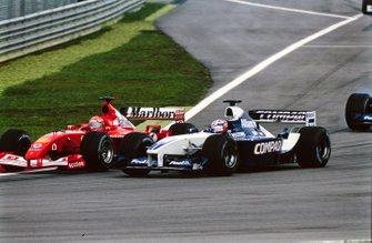 Michael Schumacher, Ferrari F2001, en lutte avec Juan Pablo Montoya, Williams FW24 BMW