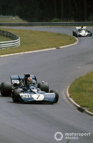 François Cevert, Tyrrell 002 Ford leads Mike Hailwood, Surtees TS9B Ford