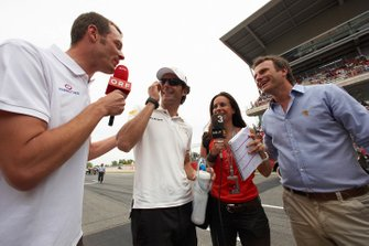 Alex Wurz, Pedro de la Rosa and Ernst Hausleitner do TV interviews on the grid
