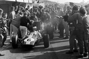 Colin Chapman, dueño del equipo de Lotus, Jim Clark, Lotus Climax