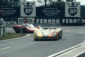 Rudi Lins, Helmut Marko, Martini International Porsche 908/02 LH, Sam Posey, Ronnie Bucknum, NART Ferrari 512S