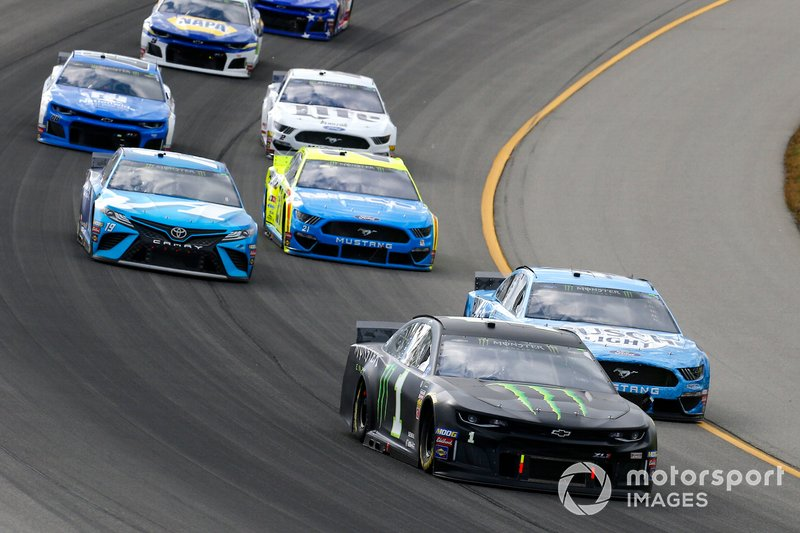 Kurt Busch, Chip Ganassi Racing, Chevrolet Camaro Monster Energy and Kevin Harvick, Stewart-Haas Racing, Ford Mustang Busch Light