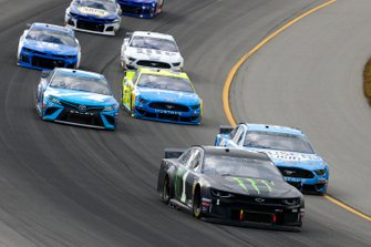 Kurt Busch, Chip Ganassi Racing, Chevrolet Camaro Monster Energy and Kevin Harvick, Stewart-Haas Racing, Ford Mustang Busch Light