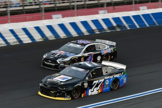 Quin Houff, Spire Motorsports, Chevrolet Camaro NASCAR Mobile App,Kevin Harvick, Stewart-Haas Racing, Ford Mustang Mobil 1