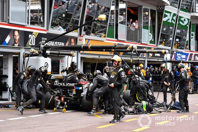 Romain Grosjean, Haas F1 Team VF-19, in the pits