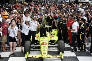Yarış galibi Simon Pagenaud, Team Penske Chevrolet