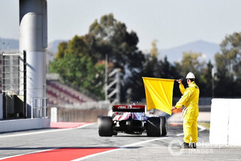 Marshal at the end o the pit lane with a yellow flag