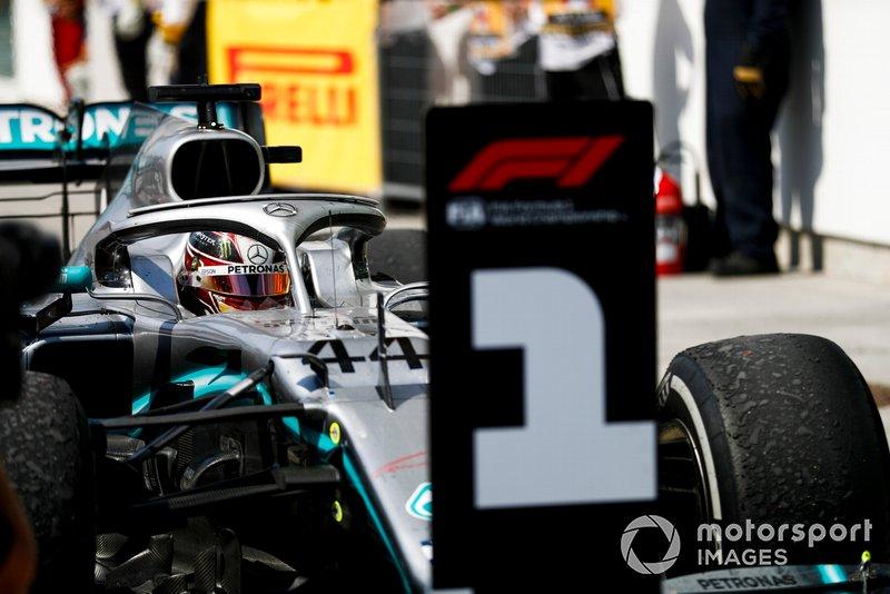 Lewis Hamilton, Mercedes AMG F1 W10, prima posizione, arriva al Parc Ferme
