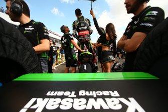 Jonathan Rea, Kawasaki Racing, looking from the back of the grid