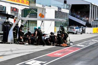Valtteri Bottas, Mercedes AMG W10, makes a stop during Qualifying