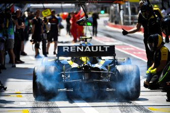 Nico Hulkenberg, Renault R.S. 19, spins his rears in the pit lane