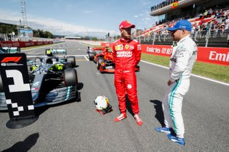 Sebastian Vettel, Ferrari and Pole Sitter Valtteri Bottas, Mercedes AMG F1 talk in Parc Ferme