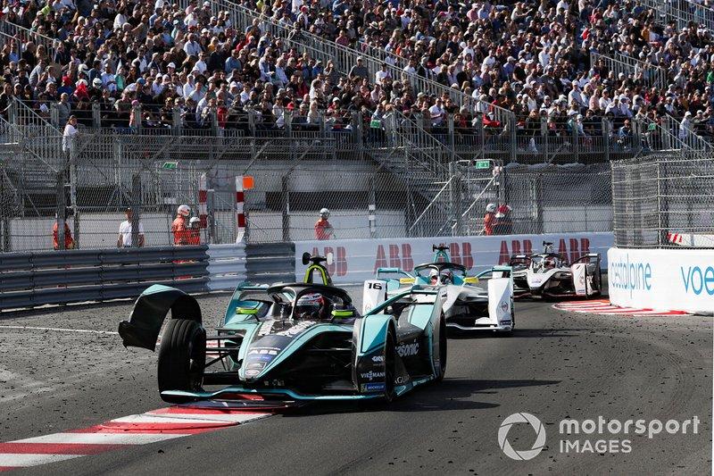 Front wing of Alex Lynn, Panasonic Jaguar Racing, Jaguar I-Type 3 hangs off