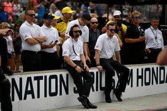 Ingenieros de Chevy durante la competencia en boxes