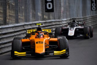Jack Aitken, Campos Racing, devant Nikita Mazepin, ART Grand Prix