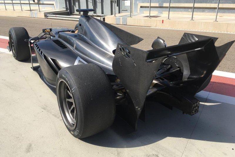 FIA F2 autó - 18 colos kerekek