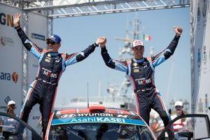 Winner Dani Sordo, Carlos del Barrio, Hyundai Motorsport Hyundai i20 Coupe WRC