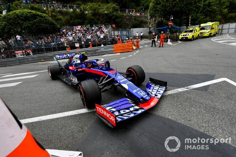 10: Alexander Albon, Toro Rosso STR14, 1'11.653