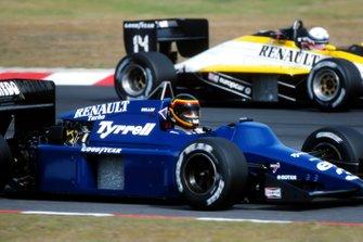 Stefan Bellof, Tyrrell 014, alongside Francois Hesnault, Renault RE60