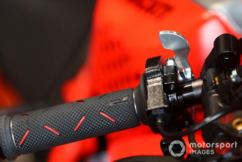 Alvaro Bautista, Aruba.it Racing-Ducati Team freno de pulgar