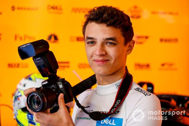 Lando Norris, McLaren con una macchina fotografica