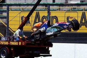 El coche dañado de Rubens Barrichello, Jordan