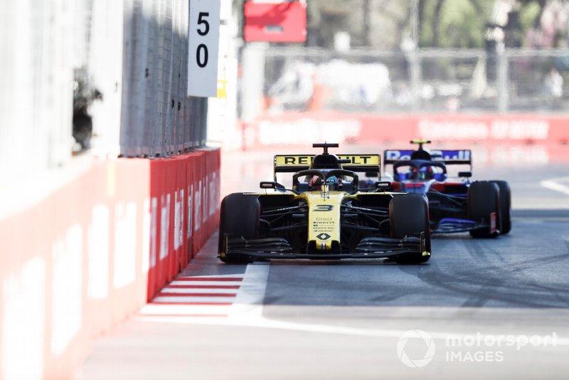 Ricciardo schakelt Kvyat nogal kolderiek uit