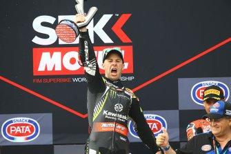 Podium: race 1 winner Jonathan Rea, Kawasaki Racing Team