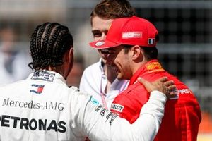 Pole Sitter Lewis Hamilton, Mercedes AMG F1 and Charles Leclerc, Ferrari parla con Paul di Resta, Sky, TV al Parc Ferme
