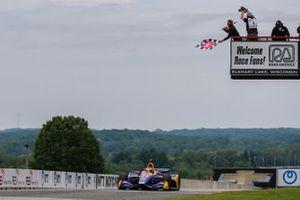 Alexander Rossi, Andretti Autosport Honda takes the checker flag