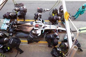 Lewis Hamilton, Mercedes AMG F1 W10, maakt een pitstop