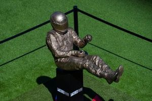Estatua de Senna