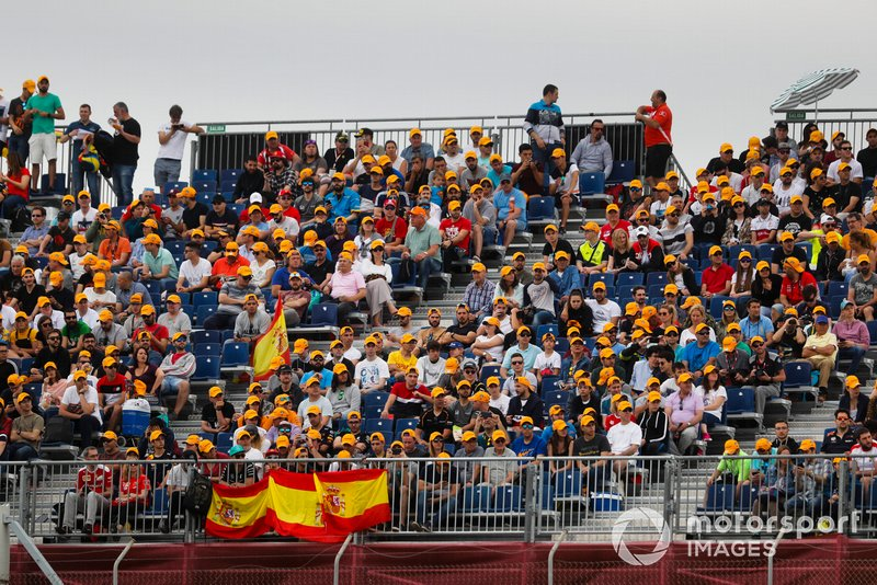 Fans of Carlos Sainz Jr., McLaren