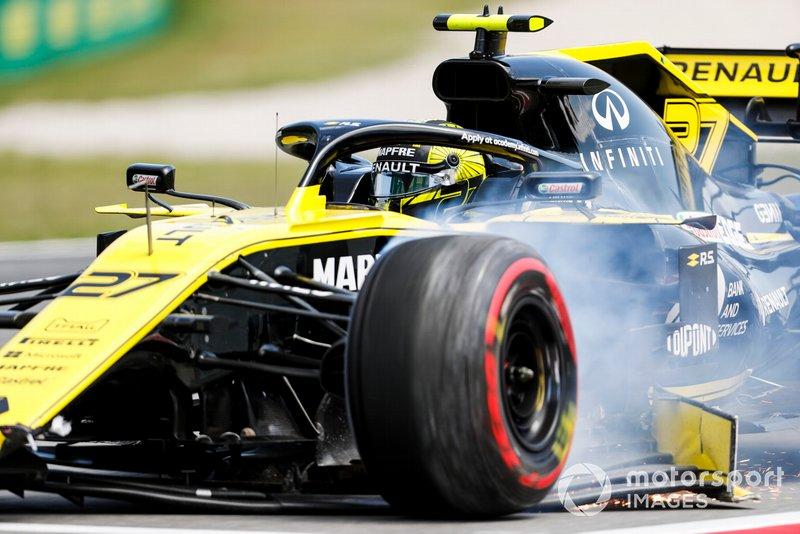 Nico Hulkenberg, Renault R.S. 19 revient au stand avec des dégâts