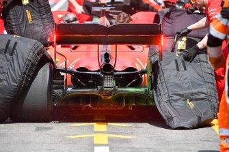 Mechanics remove tyre warmers from the car of Sebastian Vettel, Ferrari SF90, in the pit lane