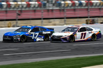 Ricky Stenhouse Jr., Roush Fenway Racing, Ford Mustang Fastenal, Denny Hamlin, Joe Gibbs Racing, Toyota Camry FedEx Express