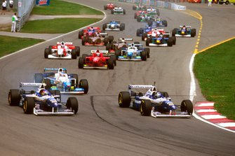 Damon Hill, Williams FW18 Renault beats Jacques Villeneuve, Williams FW18 Renault at the start
