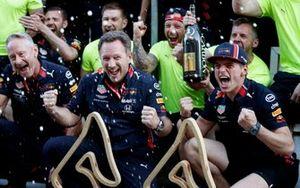 Jonathan Wheatley, Team Manager, Red Bull Racing, Christian Horner, Team Principal, Red Bull Racing, Max Verstappen, Red Bull Racing and the Red Bull team celebrate victory