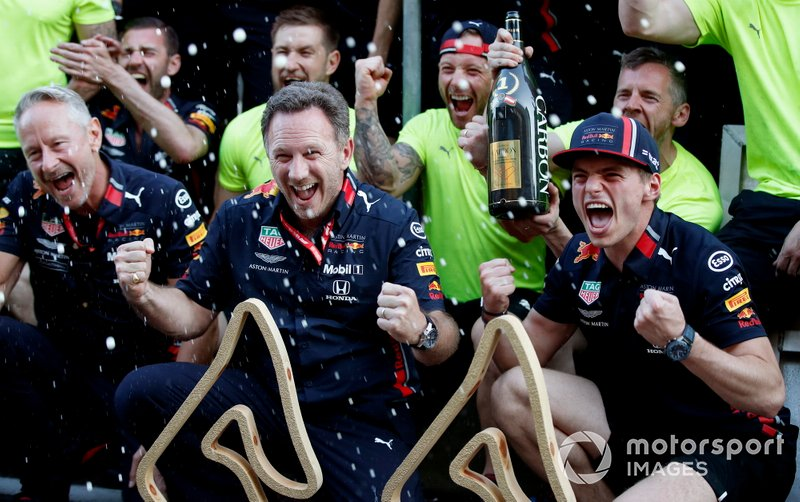 Jonathan Wheatley, Team Manager, Red Bull Racing, Christian Horner, Team Principal, Red Bull Racing, Max Verstappen, Red Bull Racing e il team Red Bull festeggiano la vittoria