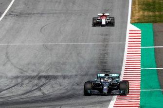 Lewis Hamilton, Mercedes AMG F1 W10, leads Kimi Raikkonen, Alfa Romeo Racing C38