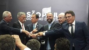 Tamas Rohonyi, Chase Carey, João Doria, Bruno Covas e Henrique Meirelles em reunião sobre permanência da F1 em São Paulo