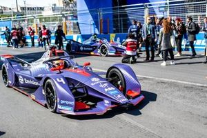 Robin Frijns, Envision Virgin Racing, Audi e-tron FE05, alongside Sam Bird, Envision Virgin Racing, Audi e-tron FE05, on the grid