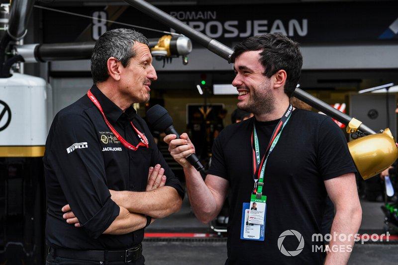 Guenther Steiner, Team Principal, Haas F1parla con Matthew Gallagher, Presentatore - WTF1