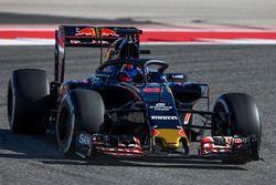 Daniil Kvyat, Scuderia Toro Rosso STR11, avec le Halo