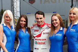 Norbert Michelisz, Honda Racing Team JAS, Honda Civic WTCC con chicas WTCC