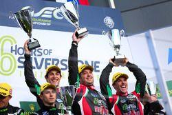 Bruno Senna, Ricardo González e Filipe Albuquerque comemoram vitória nas 6 horas de Silverstone