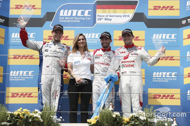 Podio carrera 2: segundo lugar Tom Chilton, Sébastien Loeb Racing, Citroën C-Elysée WTCC; ganador de